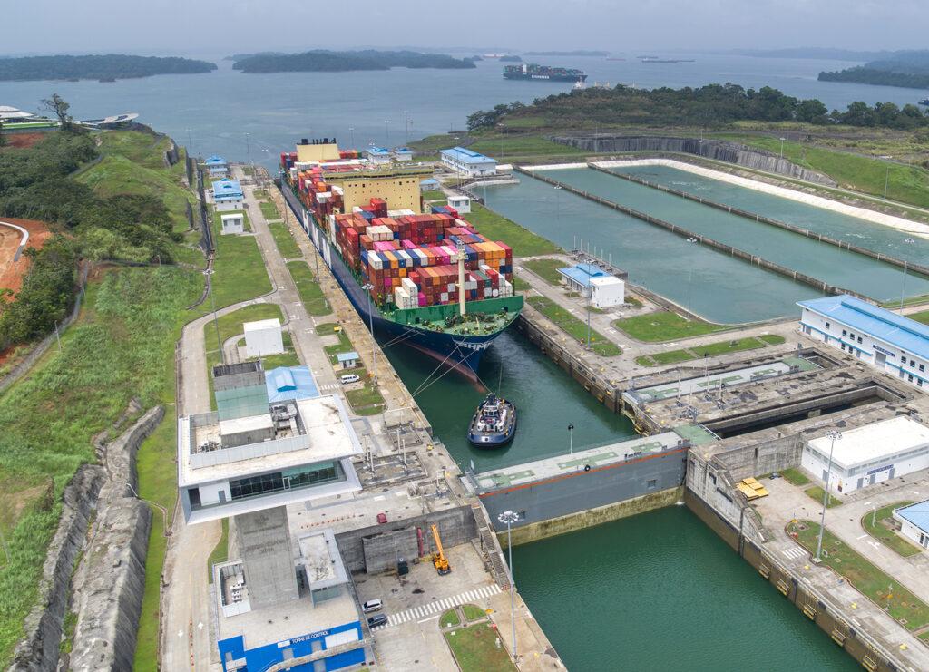 Hyundai Hope - El Faro - Canal de Panamá