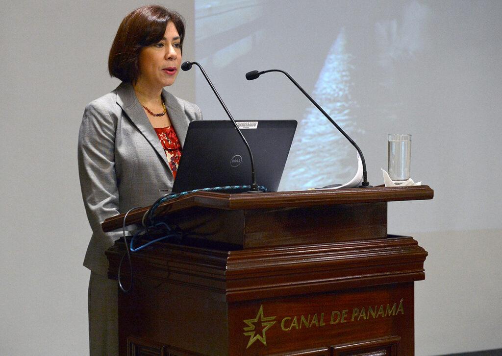Silvia de Marucci, Canal de Panamá
