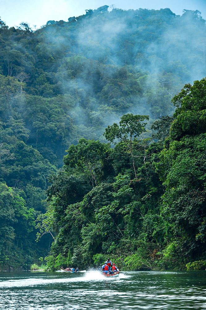 El Canal acumula agua en los reservorios Gatún y Alhajuela durante la estación lluviosa para garantizar Y los clientes están recibiendo también el valor de la ruta por Panamá, ya que gracias a las medidas implementadas, el Canal comenzó su año fiscal ofreciendo a los buques, por primera vez en 20 meses, un calado de 50 pies, el máximo de las esclusas neopanamax. Esta es la acción del Canal frente a la variabilidad climática que está incidiendo sobre su principal recurso natural: el agua. Una realidad que los panameños ya tenemos frente a nuestros ojos y no podemos ignorar. Actuemos ahora, para que no tengamos que comprobar aquel refrán que dice que nadie sabe lo que tiene hasta lo pierde... porque no hay lugar a dudas: sin agua nada es igual. agua para beber a la mitad de la población