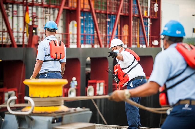 El 2020 ha sido un año difícil para Panamá y el mundo. Con el impacto de la covid-19 gracias al compromiso de la fuerza laboral, el Canal de Panamá se ha mantenido activo siguiendo los lineamientos del Ministerio de Salud y se instaló el Centro de Manejo de Covid (CMC) con el objetivo de proteger la fuerza laboral.