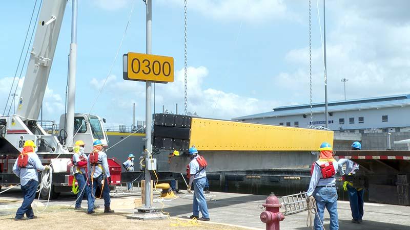 Polietileno de alta densidad en las defensas flotantes - Canal de Panamá