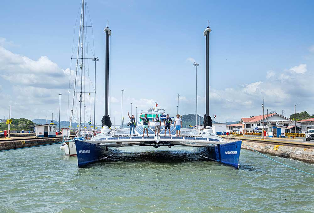 Energy Observer en el Canal de Panamá