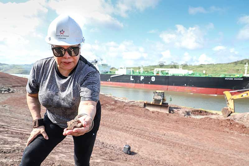 La ingeniera Itza Díaz forma parte del equipo de geólogos del Canal de Panamá.