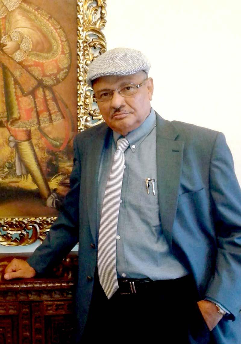 Prados es catedrático en la Universidad de Panamá, y autor de las obras Bajamar (1998), y El otro lado del sueño (2003), entre otros.