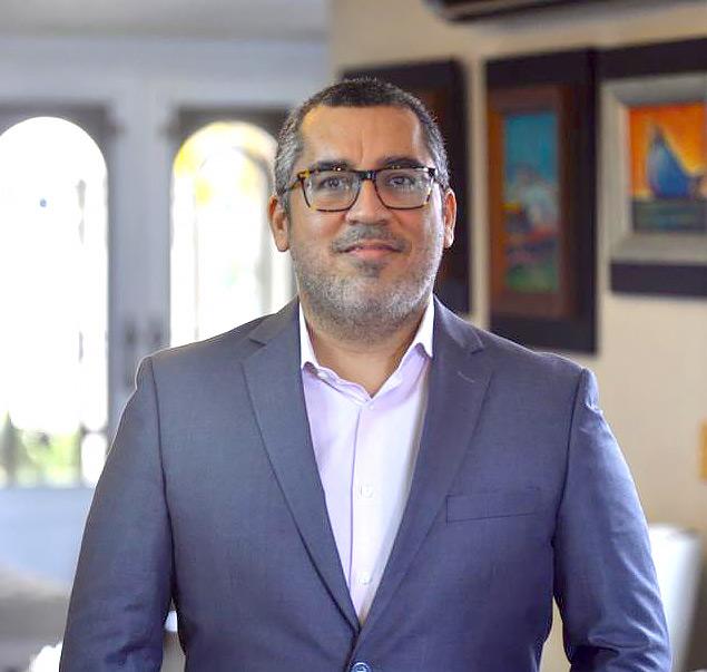 Dr. Arturo Rebollón