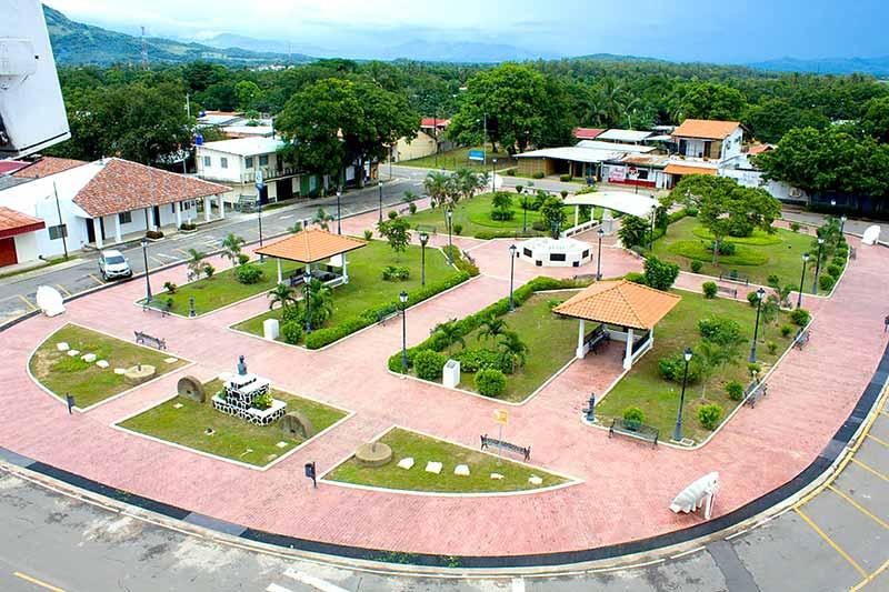Parque Natá de los Caballeros - El Faro - Canal de Panamá