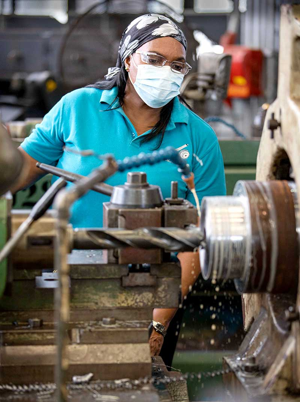 Reinvención y resiliencia industrial - Canal de Panamá - El Faro