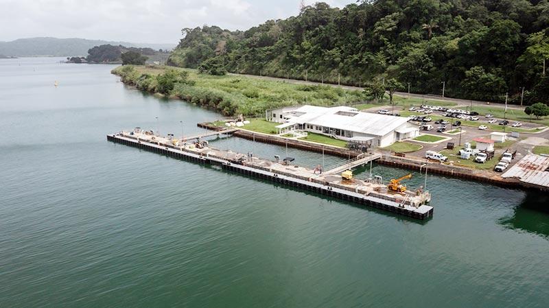 Concluye construcción de muelle flotante en Gatún - Canal de Panamá - El Faro