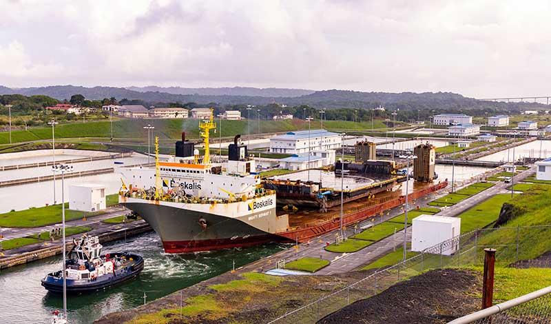 Naves fantasmas y espaciales en el Canal - El Faro
