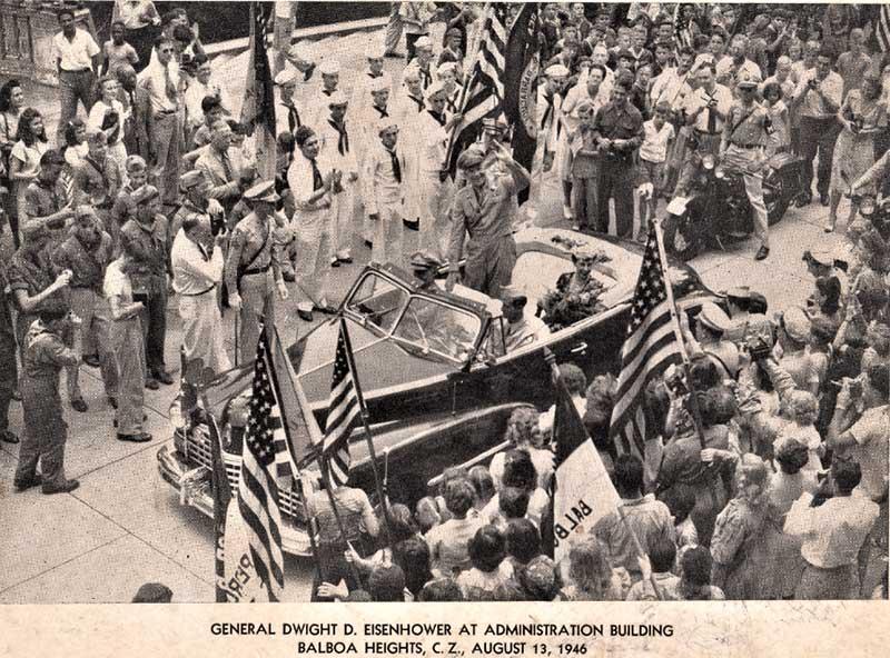 El general Dwight D. Eisenhower en el Edificio de la Administración, el 13 de agosto de 1946